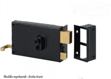 Serrure horizontale en applique à tirage et profil européen pêne et 1/2 tour.