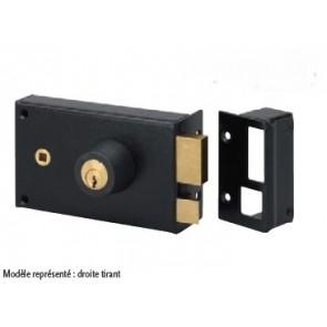 Serrure horizontale en applique à fouillot et cylindre rond pêne rectangulaire et 1/2 tour.